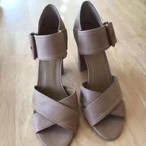 Heels Size 8.5, Tan, Leather Bandolino EUC